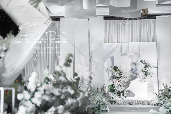 NOTHING-白室内简洁婚礼照片