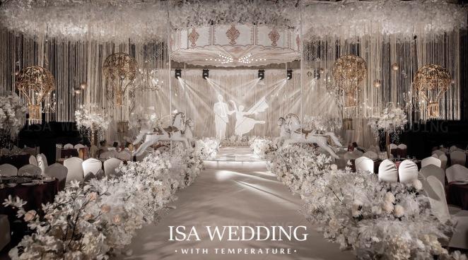游乐园-白室内主题婚礼照片