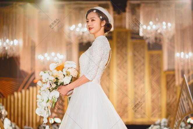 《Sweetest Devotion》-橙黄室内西式婚礼照片