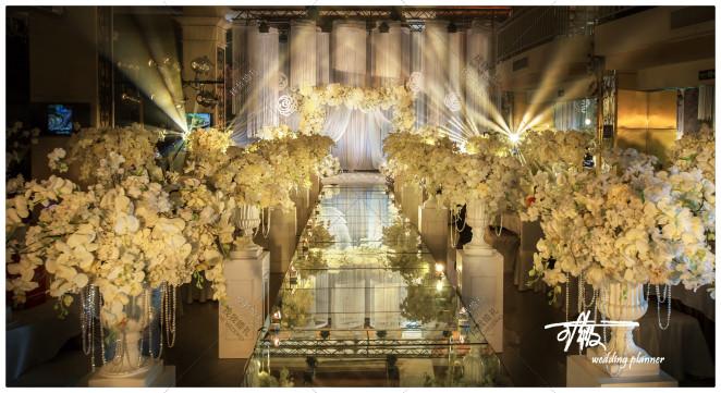 《全世界 只有一个你》-黄室内大气婚礼照片