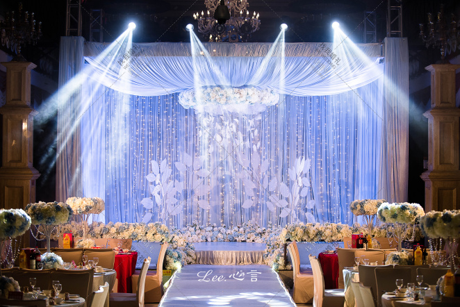 爱若纯净,心自明媚花开-蓝室内大气婚礼照片