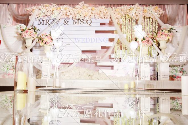 爱·相遇-粉室内小清新婚礼照片