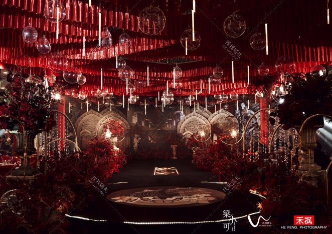 伟大航线-红室内复古婚礼照片