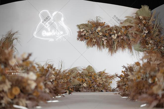 简约泰式婚礼-黄室内西式婚礼照片