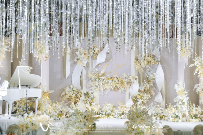 Perfect-白室内简洁婚礼照片