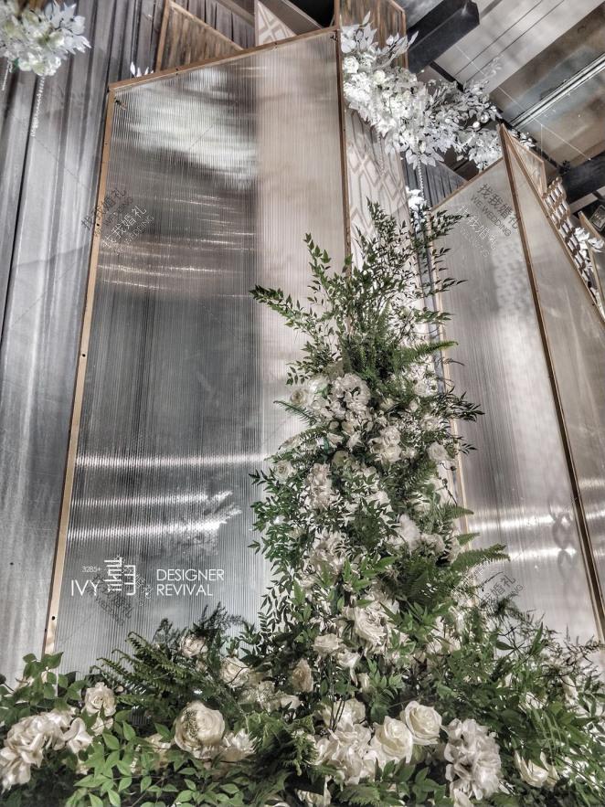 芳霏-白室内简洁婚礼照片