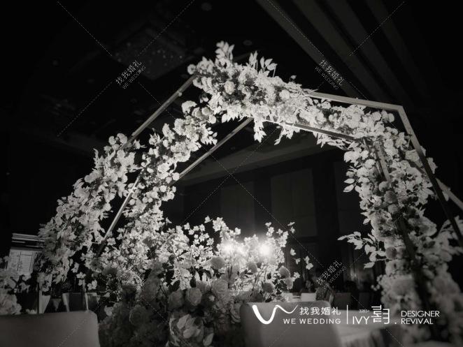 仲夏-灰室内简洁婚礼照片