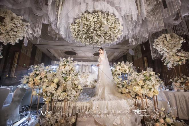 《梦境》-黄室内唯美婚礼照片