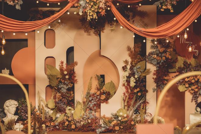 绝色-黄室内复古婚礼照片