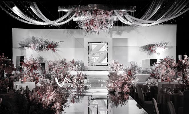 高级感秀场风-灰室内唯美婚礼照片