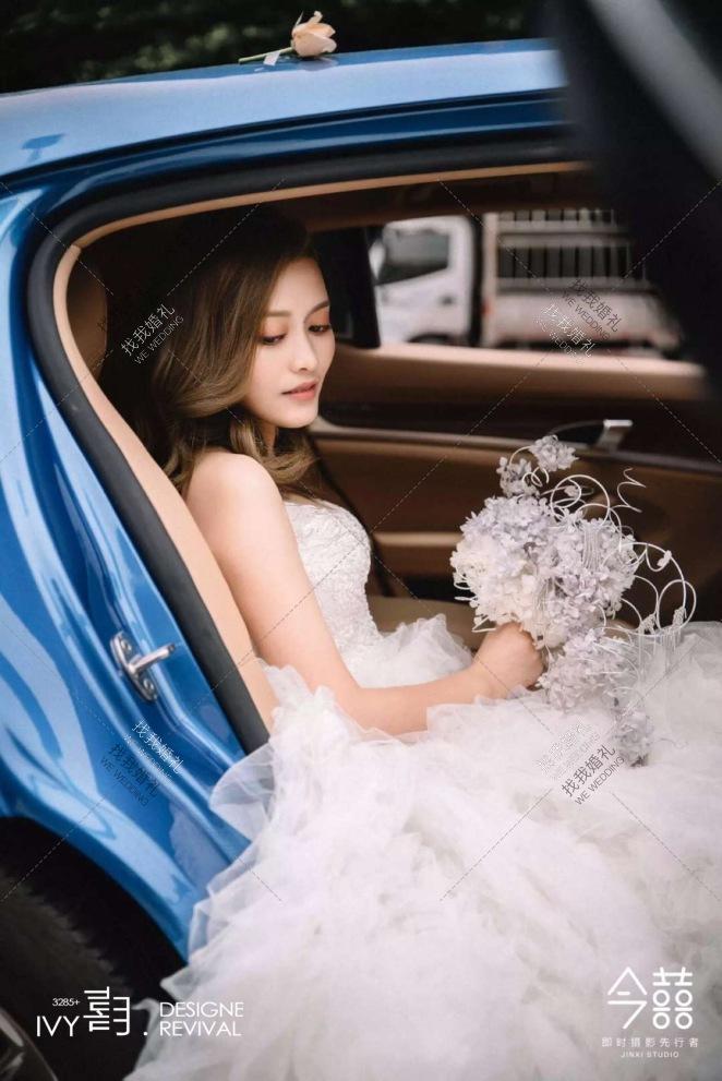 ATTRACT-灰室内大气婚礼照片