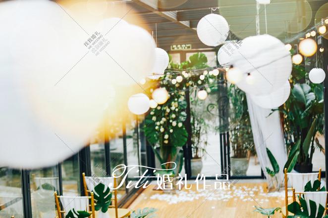 《给你最纯的爱》-绿草坪西式婚礼照片