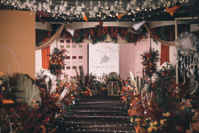 逆光而来|四下皆是你-红室内梦幻婚礼照片