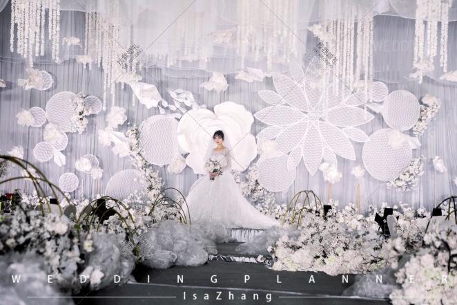 素-白室内梦幻婚礼照片
