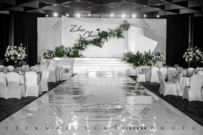 极简秀场风-绿室内大气婚礼照片