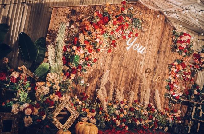 《You and Me》-红室内复古婚礼照片
