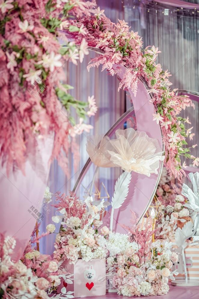 布朗熊和可妮兔-粉室内简洁婚礼照片