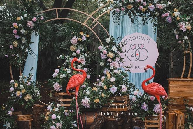 以爱为轴·以戒为证-白户外主题婚礼照片