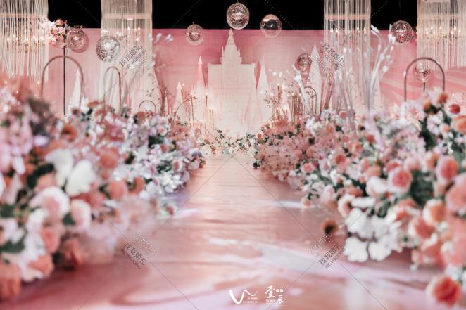 spring gift-黄室内梦幻婚礼照片