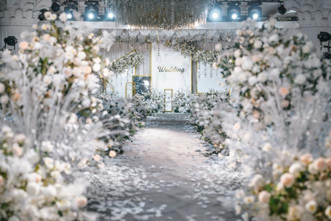 《路·程》-灰室内简洁婚礼照片