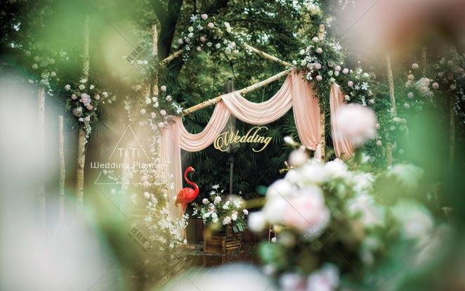 小花园户外婚礼-粉户外西式婚礼照片