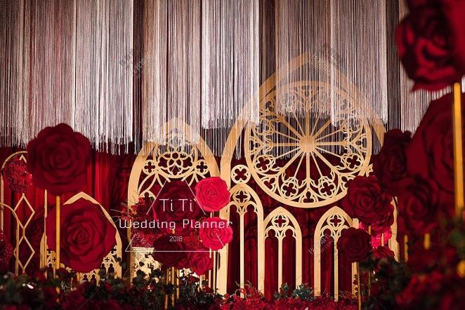 love never fails-黄室内西式婚礼照片