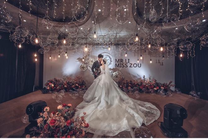 邹邹的婚礼-红室内简洁婚礼照片