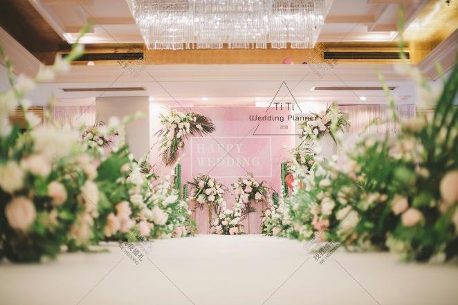 ins风火烈鸟主题婚礼-白室内韩式婚礼照片
