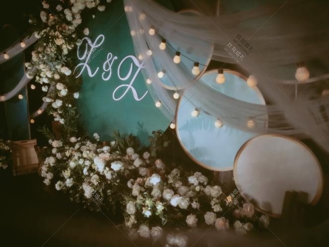 遇见-白室内韩式婚礼照片