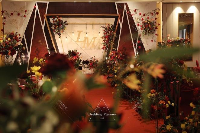 Ring  Of  Love-红室内复古婚礼照片
