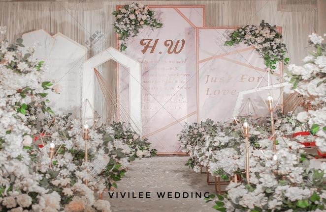 简-白室内简洁婚礼照片