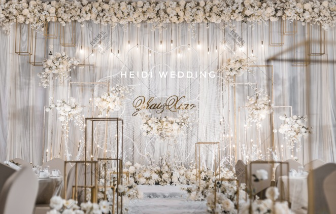 洁白-黄室内唯美婚礼照片