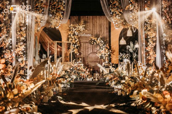 渺小的贵重-黄室内复古婚礼照片