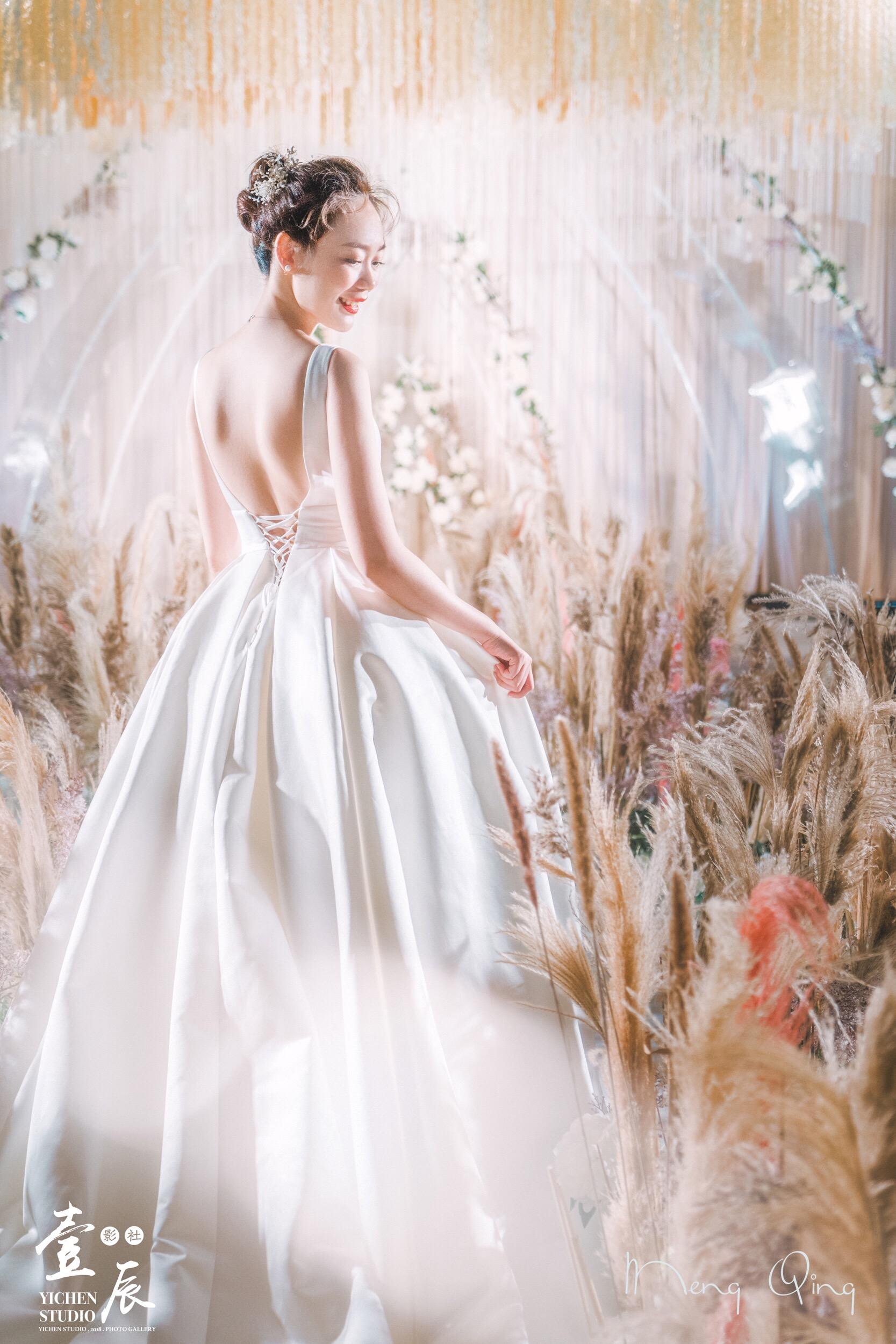 芦苇荡漾婚礼图片