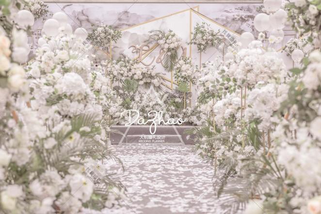 《逆光飞行》-白户外简洁婚礼照片