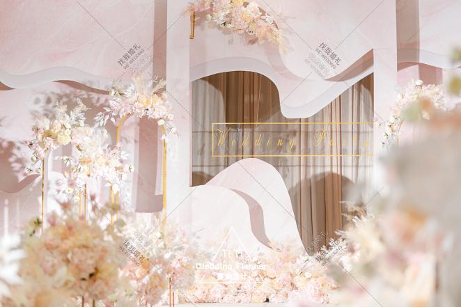 粉色系婚礼 | 蜜意-粉室内唯美婚礼照片