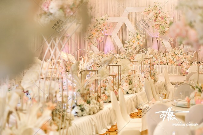 《余生是你》-粉室内大气婚礼照片