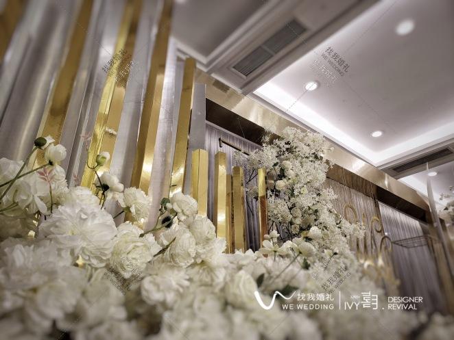 MEET-白室内简洁婚礼照片