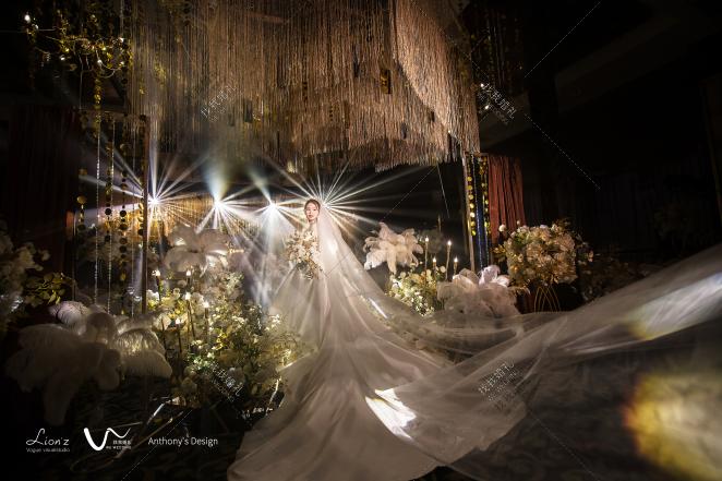中世纪复古-黑室内复古婚礼照片