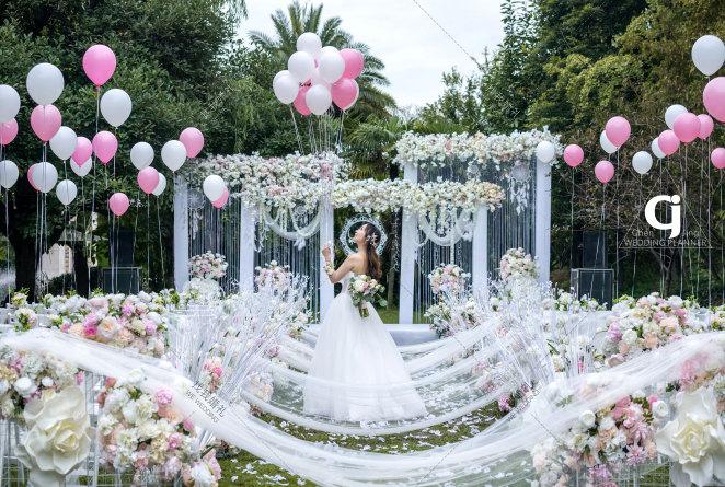 四宿天元草坪白粉色婚礼-白草坪简洁婚礼照片