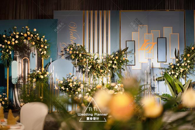 Ins极简风-黄室内主题婚礼照片