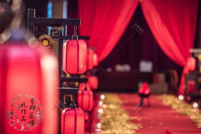 我吻过冬日暖阳却不及你的嘴唇-红室内中式婚礼照片