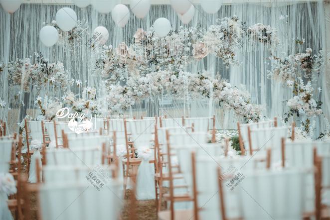 【恰·春光】-绿草坪梦幻婚礼照片