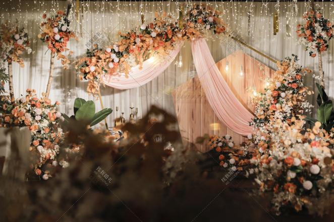 9年+2200公里=我们的家-黄室内复古婚礼照片
